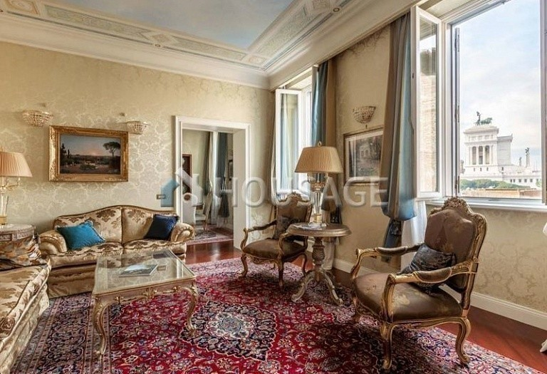3 bed flat for sale in Rome, Italy, 200 m² - photo 1