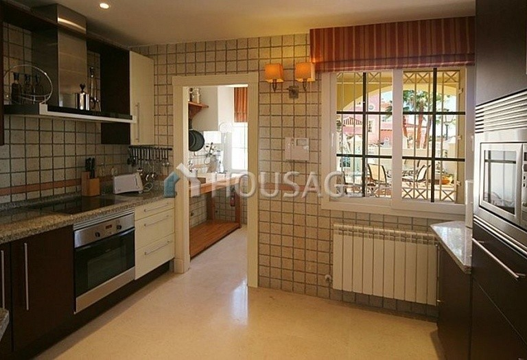 Townhouse for sale in Nueva Andalucia, Marbella, Spain, 400 m² - photo 5