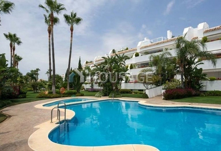 Apartment for sale in Bahia de Marbella, Marbella, Spain, 181 m² - photo 1