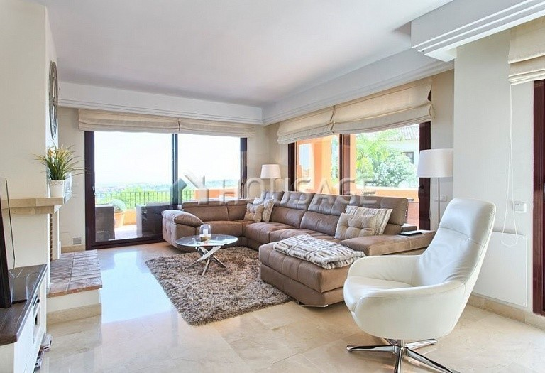Apartment for sale in Los Almendros, Benahavis, Spain, 189 m² - photo 2