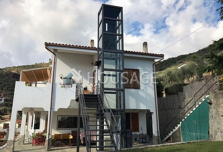 6 bed villa for sale in Castellaro, Italy, 240 m² - photo 5