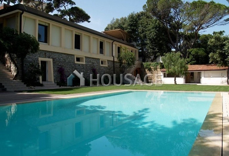 7 bed villa for sale in Castiglioncello, Italy, 410 m² - photo 1