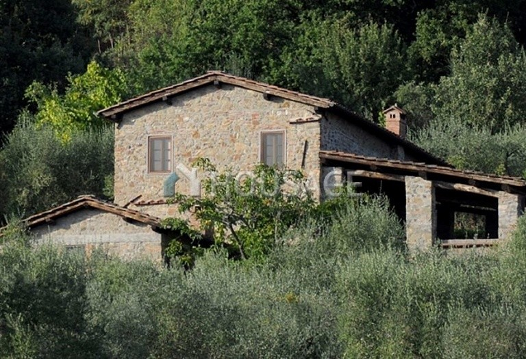 5 bed villa for sale in Lucca, Italy, 305 m² - photo 17